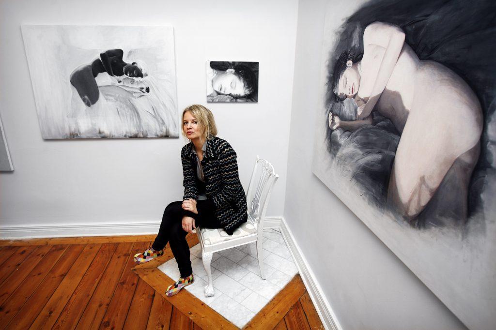 Ylva Ogland    *** Local Caption *** Ylva Ogland   Vinkel: Konstnären Ylva Ogland ordnar utställning i sin egen lägenhet