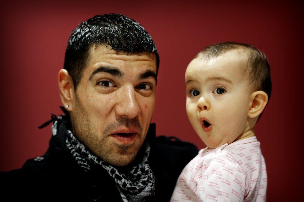 Pablo Cepeda och dotter Olivia? *** Local Caption *** Pablo Cepeda släpper salsa-version av himlen runt hörnet.