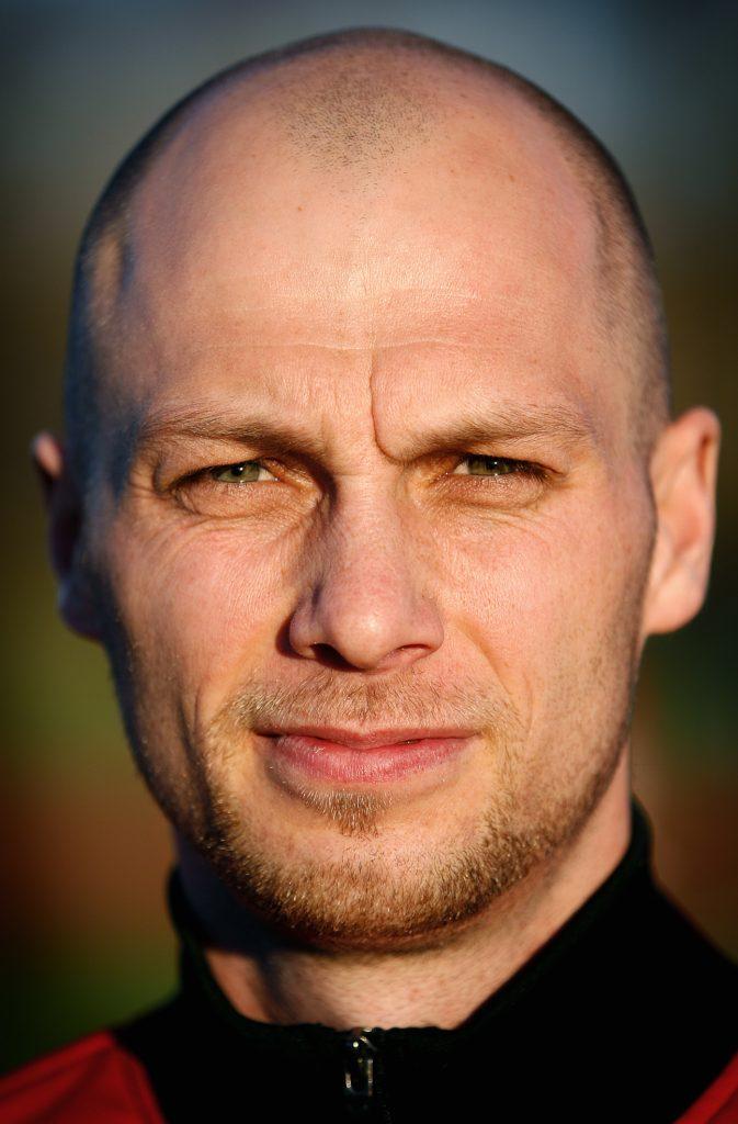 Tony Bergkvist *** Local Caption *** Haningealliansens fotbollslag lades ner coh gick in i Tyresö FF. Spelaren (mitt-back) Tony  Bergkvist hängde med flytten.