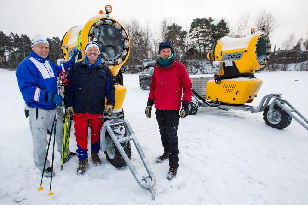 Vinkel: Snökanoner ska fixa nya skidspår för längdåkare.