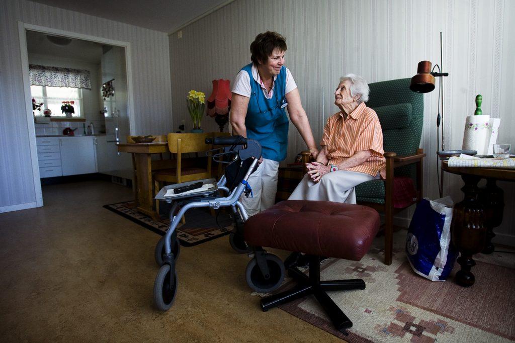 Greta Larsson 96 år *** Local Caption *** De kommunala äldreboendena i Vaxholm är på väg att läggas ut på entreprenad, sossarna emot.