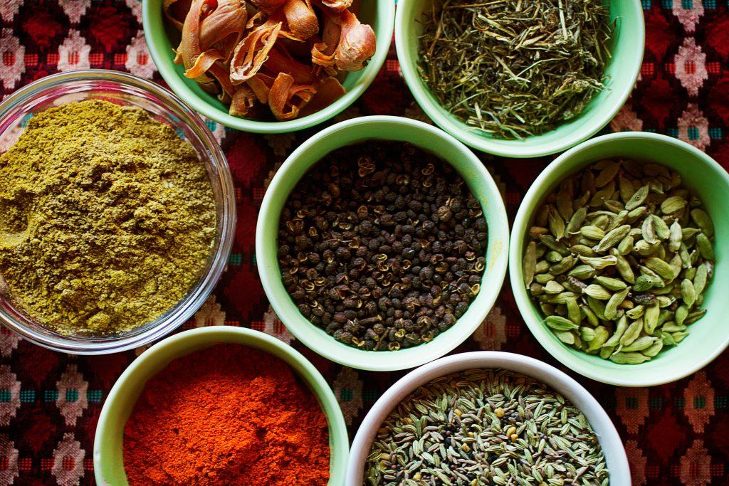 Vinkel:På Buddha Nepal lagas nepalesisk mat i annorlunda miljöMiljö:Köket där ägaren Milan, från Nepal, lagar mat