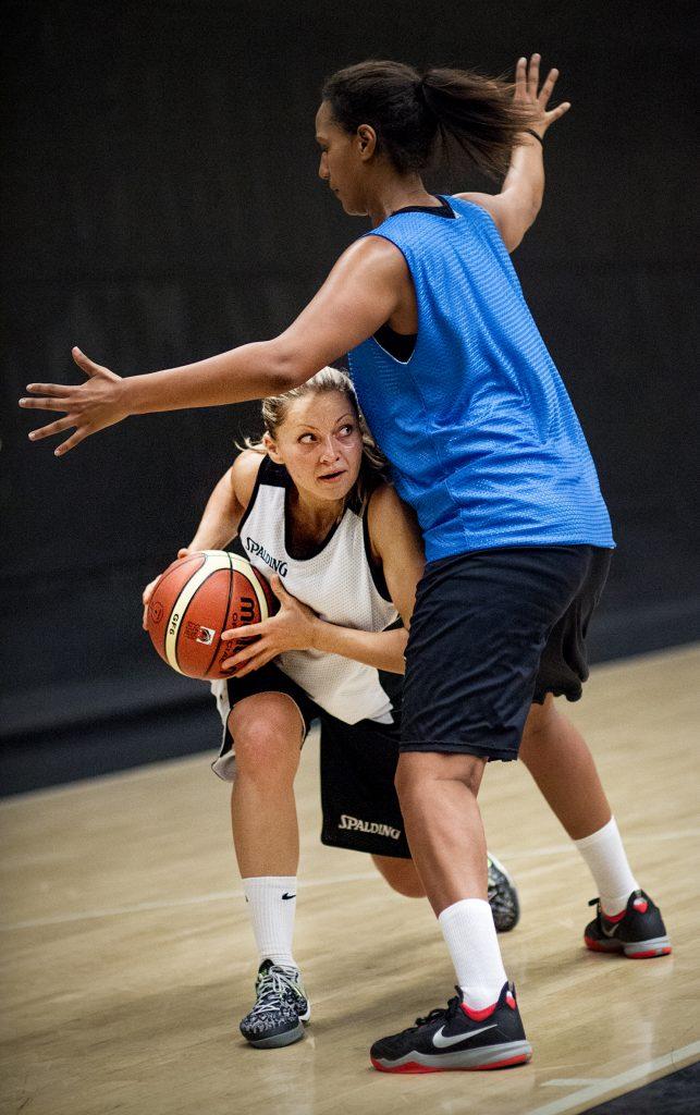 Kontaktperson: Olga Kjelsson  Vinkel: Rutinerade Olga ska leda nykomlingen 08 i ligan