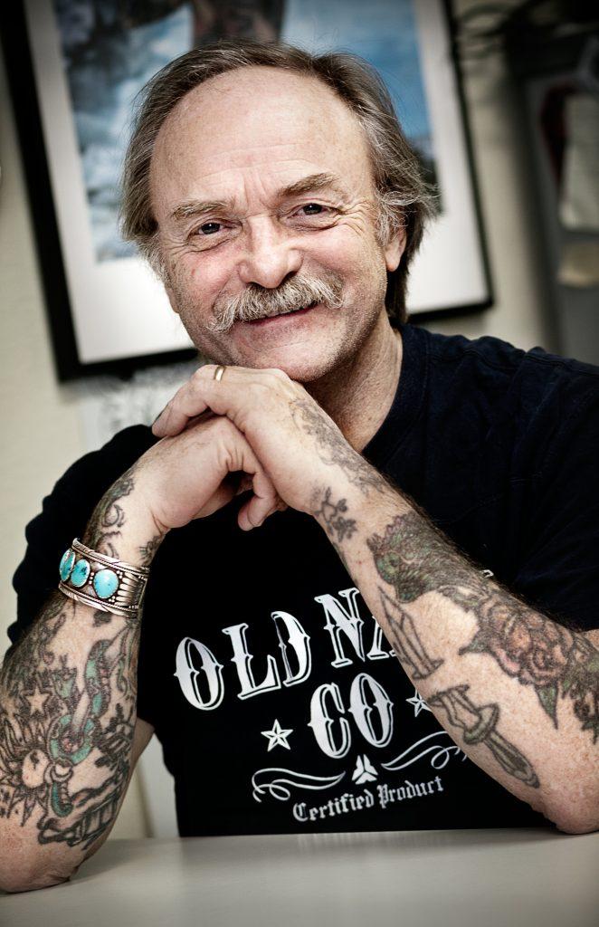Vinkel: Aspuddenprofilen och tatueraren Doc Forrest varrvar ned och försöker gå i pension efter 40 år.