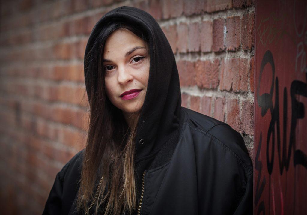 Vinkel: Alina devecerski släpper nytt 29 sept.