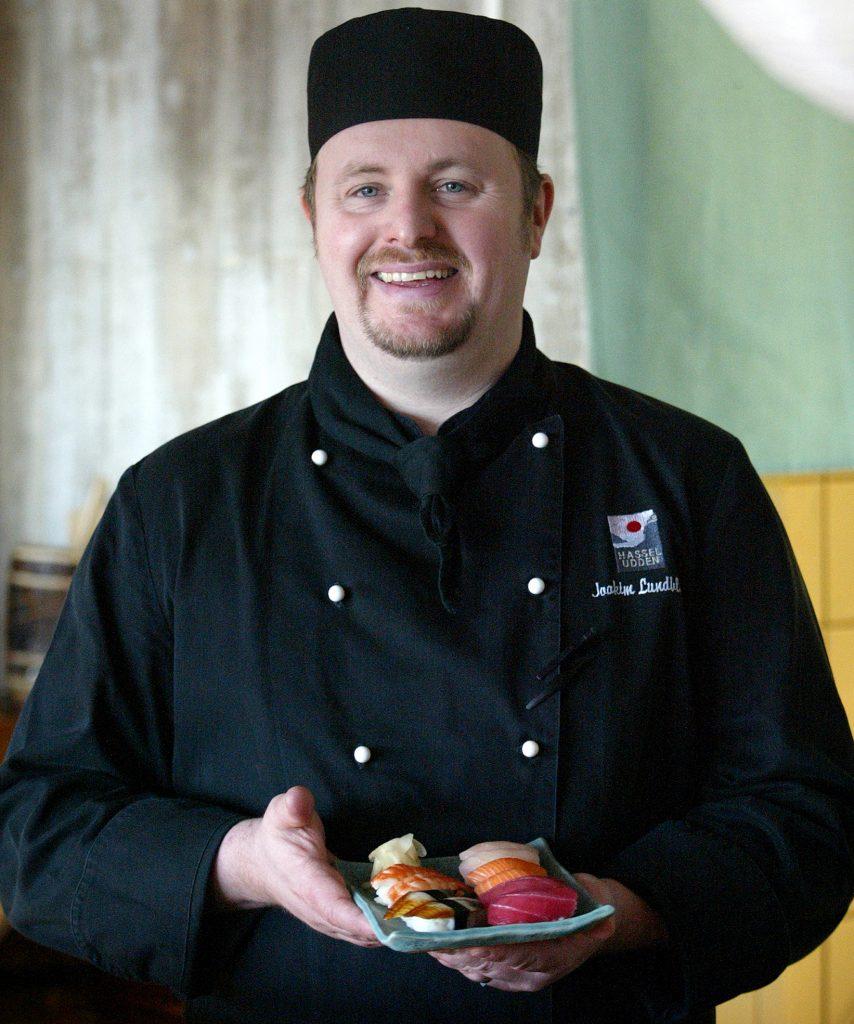 Joakim Lundblad köksmästare och snabb sushi proffs på Hasseluddens kök