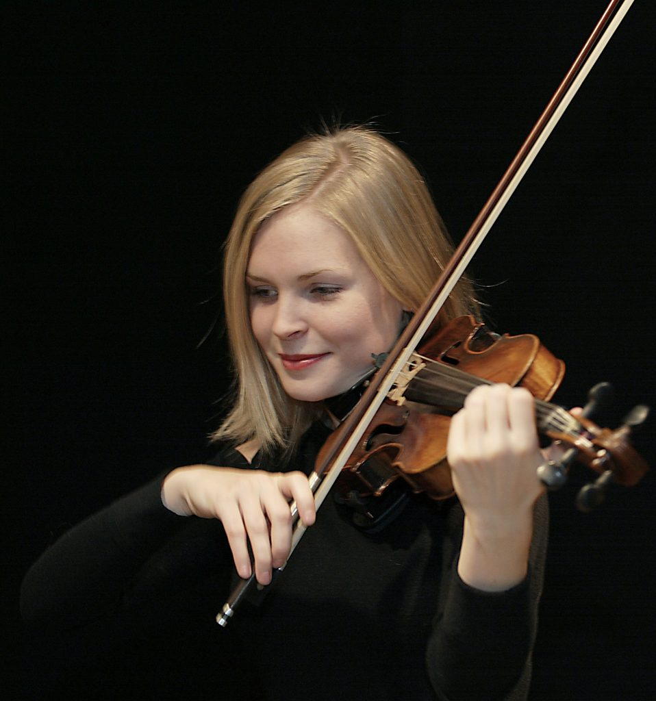 Minna Alén, 23 år, har liksom dansaren Karin Johansson, 21, tilldelats Trollbäckens Lions Kulturstipendium på 10 000 kronor. Stipendiet delas ut på en konsert i Trollbäckens kyrka den 3 november.