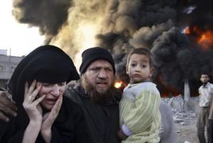 Palæstinensisk familie på flugt under Israelsk angreb