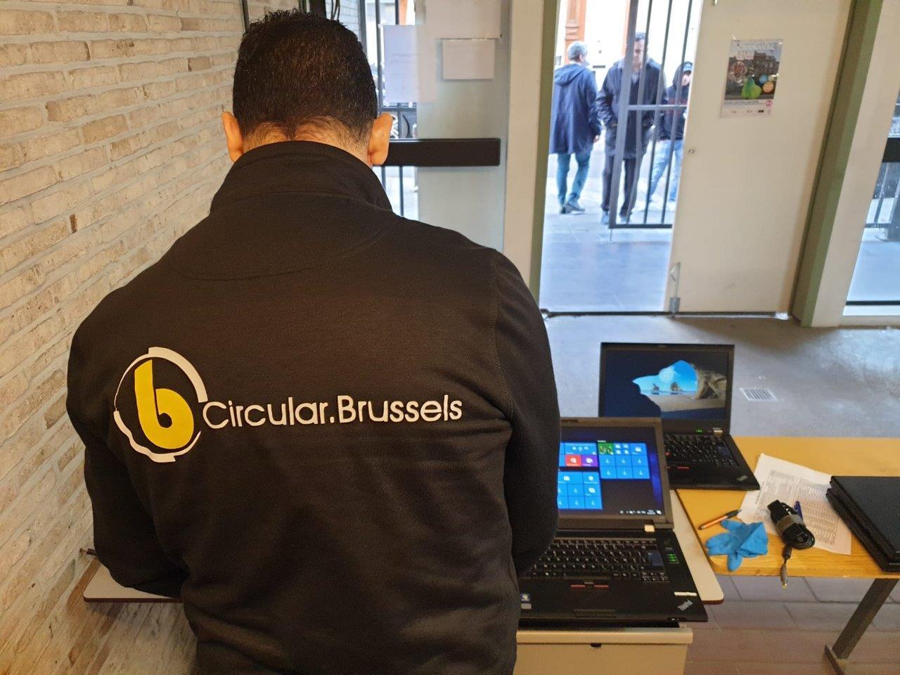 Des étudiants bruxellois ont été aidés par la collecte de vieux ordinateurs portables