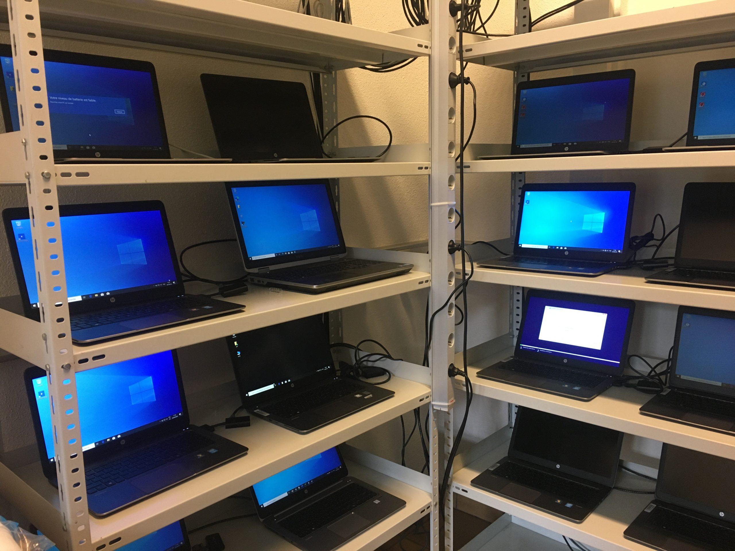 1000 laptops klaar om verzonden te worden