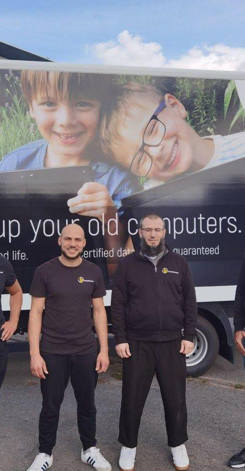 nieuwe vrachtwagen voor ophaling van computers bij bedrijven
