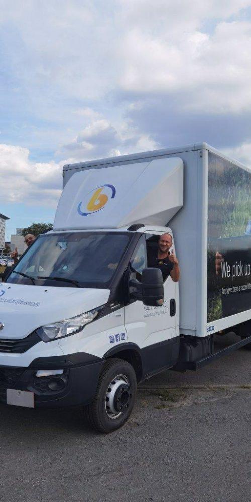 Circular brussels haalt oude computers op met nieuwe vrachtwagen