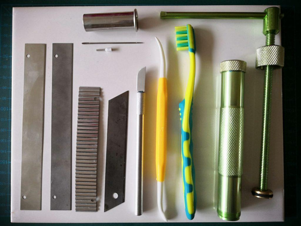 """Fimo Werkzeuge aller Art, """"Must-haves"""" für Modelliermasse"""