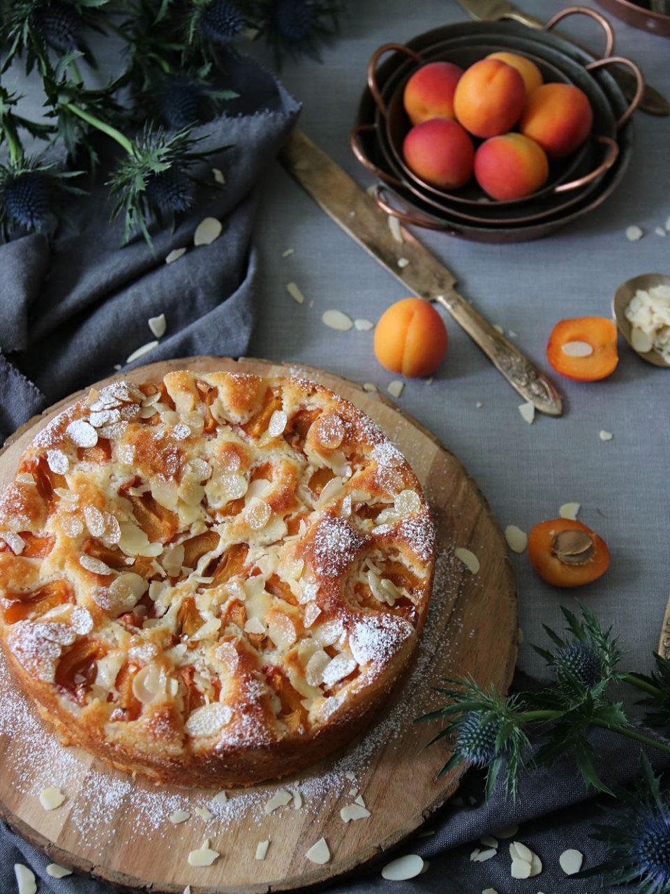 mandelkaka med aprikoser