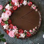 chokladpaj med hallon och maränger