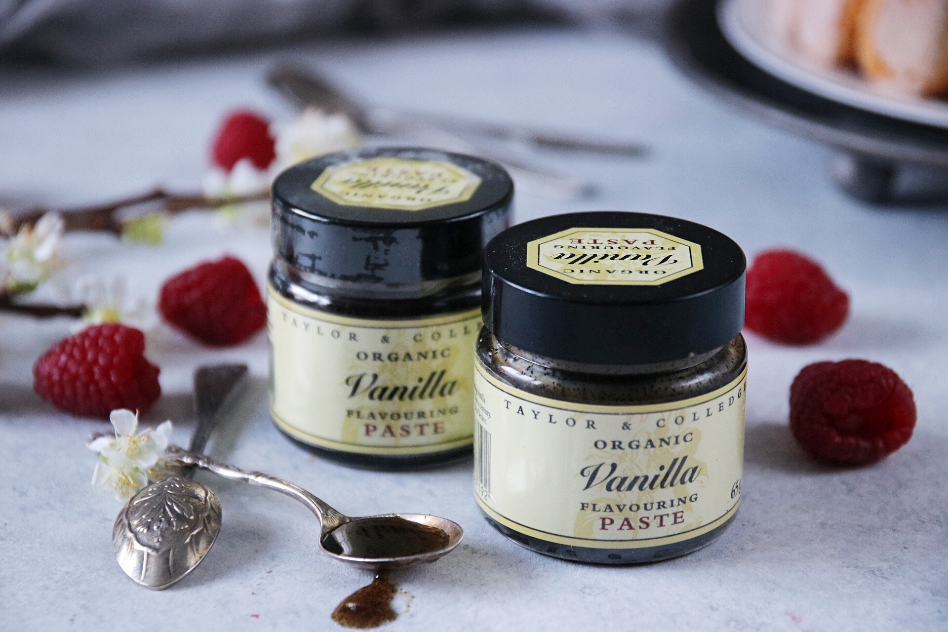 charlotte russe med vanilj- och hallonmousse