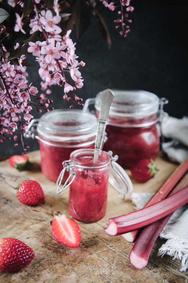 rabarberkompott med jordgubbar