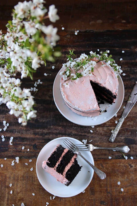 bokkontrakt, chokladtårta med jordgubbssmörkräm