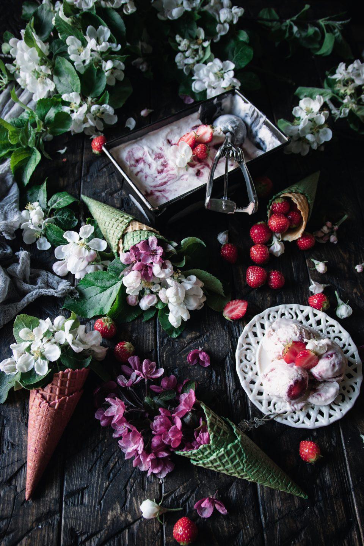 krämig jordgubbsglass
