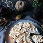 mjuk plommonkaka med maräng