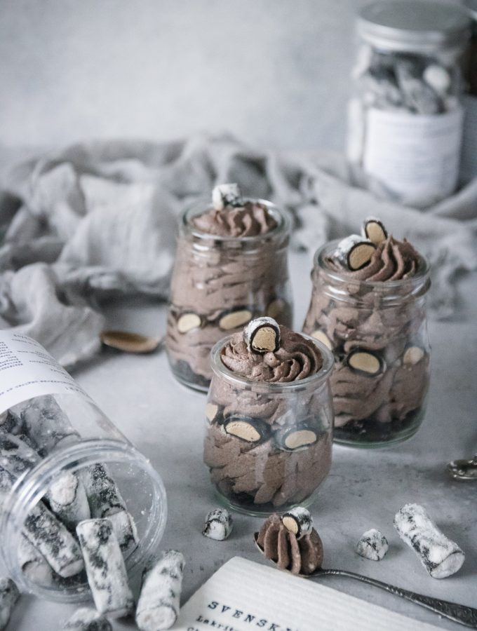 COOKIES AND CREAM MOUSSE MED SALTLAKRITS SVENSKJÄVLAR