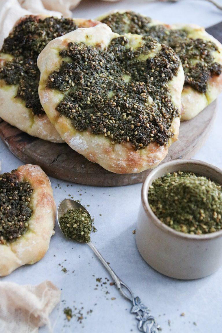 enkla bröd toppade med Zaatar