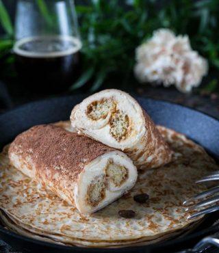Tiramisupannkakor och en kopp kaffe är allt som behövs för att kicka igång söndagen. Vad äter du till frukost idag? #pannkakor #frukost