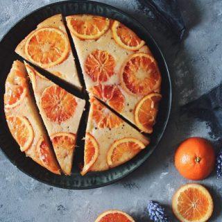Passa på och baka med citrusfrukt som smakar som bäst nu på vintern för rätt som det är så försvinner dem. Alltså inte försvinner helt och hållet men smaken blir inte det samma. Klicka hem receptet på upp och ner kardemummakaka med blodapelsiner via länken i min profil. #mjukkaka #apelsin #baka #hembakat
