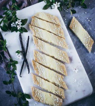 Vad väljer du, vanilj- eller chokladsnittar? Tryck på länken i min profil för recept. #kakor #hembakat