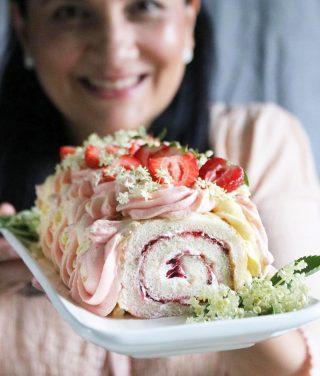 Har du inte hunnit fixa desserten till Morsdag? Ingen fara jag har lösningen⬇️⬇️⬇️  1. Skynda  till butiken och få med dig hem den där rulltårtan som ser ensam ut på hyllan och ropar ditt namn.   2. Plocka en förpackning med vispgrädde när du ändå är i farten och för guds skull glöm inte jordgubbarna, svenska ska dem helst vara.   3. Hem och vispa grädden, spritsa din rulltårta runt om och toppa med jordgubbar. Puh!!! Nu kan du bjuda mamma på fika.  Tagga gärna dina vänner så de också haffar receptet! 😂😜 Tack för du följer🙏🏻❤️  #simonamuntean_ #baka #hembakat #fika #swedishfika #recept #matbloggarna #tips #morsdag #allakanbaka #rulltårta