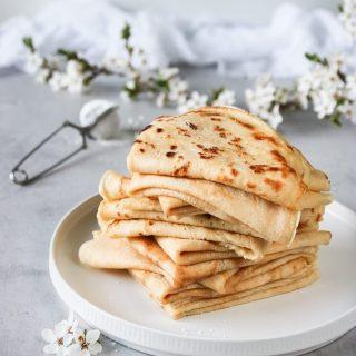 Blir det pannkakor idag?  Själv är bjuden på middag så jag skippar pannkakorna. Får se vad dottern bjuder på.   Men jag ska gosa med lilla G och det blir kvällens höjdpunkt.   #simonamuntean_ #pannkakor #torsdag #mittkök #hemgjort