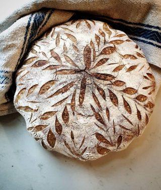 Följtips! Brödkonst på högnivå och så mycket mer hos bästa @lisassmaskigabak . Men bröden hörni 🙌🏻🙌🏻🙌🏻 , jag är så imponerad av alla som kan baka med surdeg. Grymt säger jag! Glöm inte visa Lisa lite ❤️ och följ om du är en brödfantast. Det är vi ju alla, eller?  #tips #följtips #bakbloggare #bröd