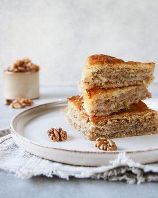 Hade lovat er receptet på baklavan så…bloggen är nu uppdaterat. Det är en grekisk variant med valnötter och kanel. Mer säger jag inte.  TAGGA en vän som älskar baklava och som kommer uppskatta receptet. Kanske börjar följa @simonamuntean_  t o m.  TRYCK på länken i min profil för receptet.  #simonamuntean_ #baklava #baka #nötter #mittkök
