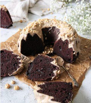 Chokladkaka med brynt smörglasyr.  Bara för att det är söndag.  TAGGA en vän som älskar fika och som kommer uppskatta receptet.   TRYCK på länken i min profil för receptet⬆️  ✨För flera härliga bakverk FÖLJ @simonamuntean_ och tack för att du trycker på ❤️.✨  #simonamuntean_ #fika #baka #allakanbaka #mittkök #hembakat #fördig #chokladkaka #choklad #sockerkaka @nordicwarescandinavia