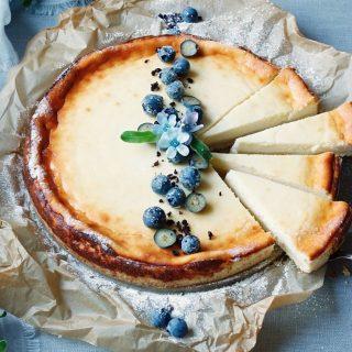 Simonas drömkaka. Så lättbakat och så god. Du måste testa och bjuda den där kompisen som du saknar så mycket.   Receptet finner du via länken i min profil.  #baka #kaka #hembakat #simonamuntean_ #fika #ostkaka #allakanbaka #mittkök