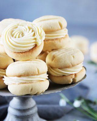 Vaniljkakor...goda både med och utan kräm👌🏻👌🏻👌🏻 Tryck på länken i min profil för receptet. #småkakor #baka #hembakat #simonamuntean_ #fika #mittkök #köket #kakor #mördegskakor
