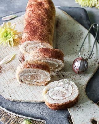 Kanelbullerulltårta. Enkelt picknickfika nu när det är kanonväder.   TAGGA gärna dina vänner så de också får receptet 🙏🏻❤️  RECEPT HÄR ⬇️ @simonamuntean_ (klicka sen på länken i min profil)  #simonamuntean_ #baka #hembakat #fika #swedishfika #kanelbullar #rulltårta #recept #mittkök #matbloggarna #allakanbaka