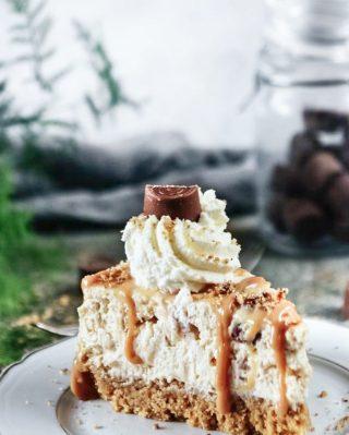 No-bake Center cheesecake. Tryck på blåa länken i min profil för recept.  #choklad #fika #hembakat #simonamuntean_ #baka #swedishfika #cheesecake #fikatime #nobake