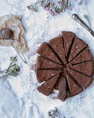 Glutenfri chokladkaka med ricotta. Tagga en kompis som kan behöva en bit. Tryck på länken i min profil för receptet.    #simonamuntean_ #fika #fikatime  #swedishfika #choklad #kaka #hembakat #baka #glutenfri #glutenfritt