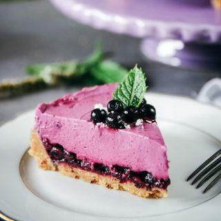 Tagga en kompis som älskar cheesecake. En no-bake blåbärscheesecake utan gelatin eller choklad som du lätt kan göra både gluten, mjölk och laktosfri. Tryck på länken i min profil för recept. Följ @simonamuntean_ för massa tips och gott, om du inte redan gör det. #tårta #hembakat #fika #baka #följtips #glutenfritt