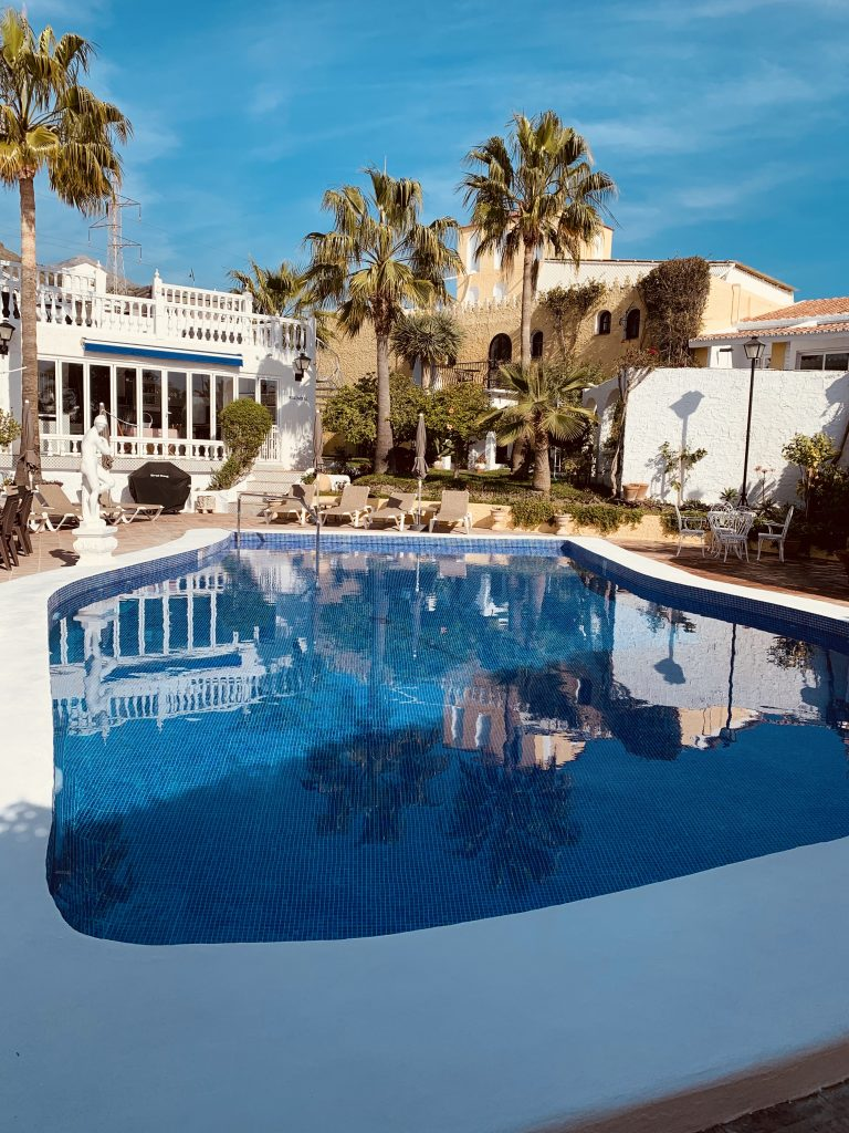 pool över hus