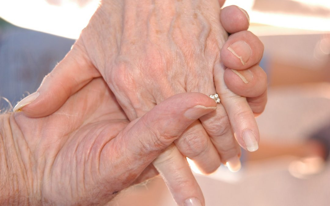 Hoe voorkom of behandel je 'oude handen'?