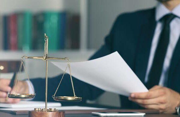 UK -Quarter of law grads face unemployment after university