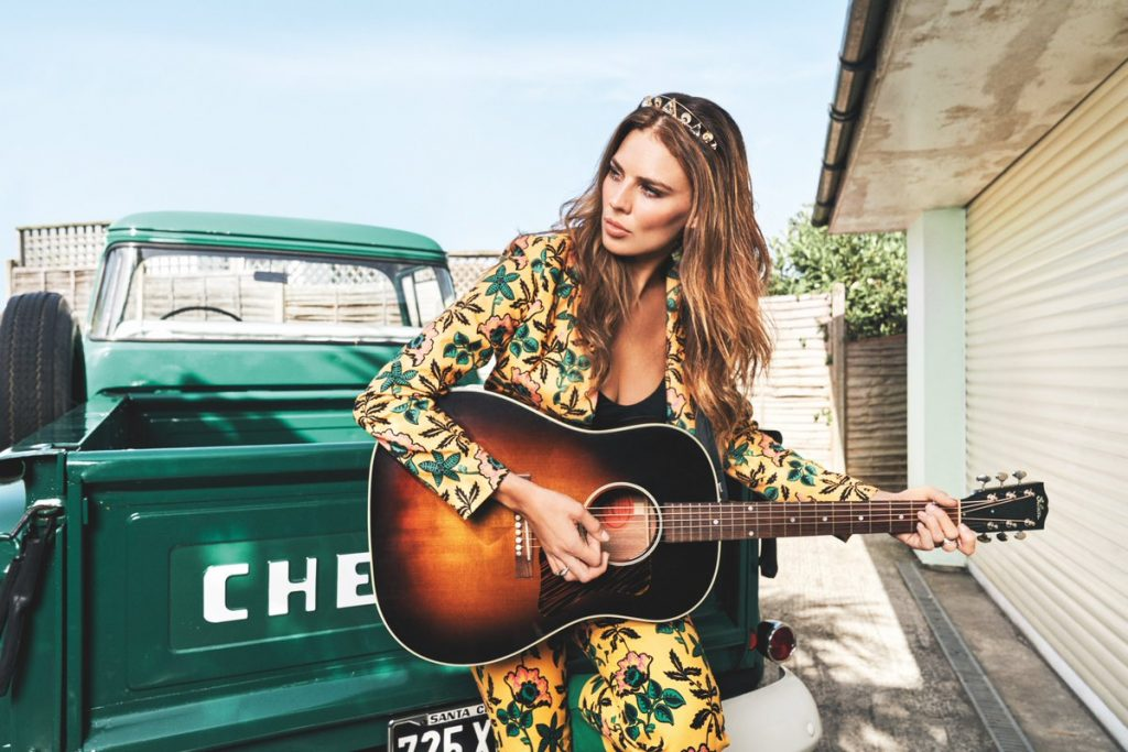 Country: Twinnie Drops 'Chasing' Track Ahead of 'Hollywood Gypsy' LP