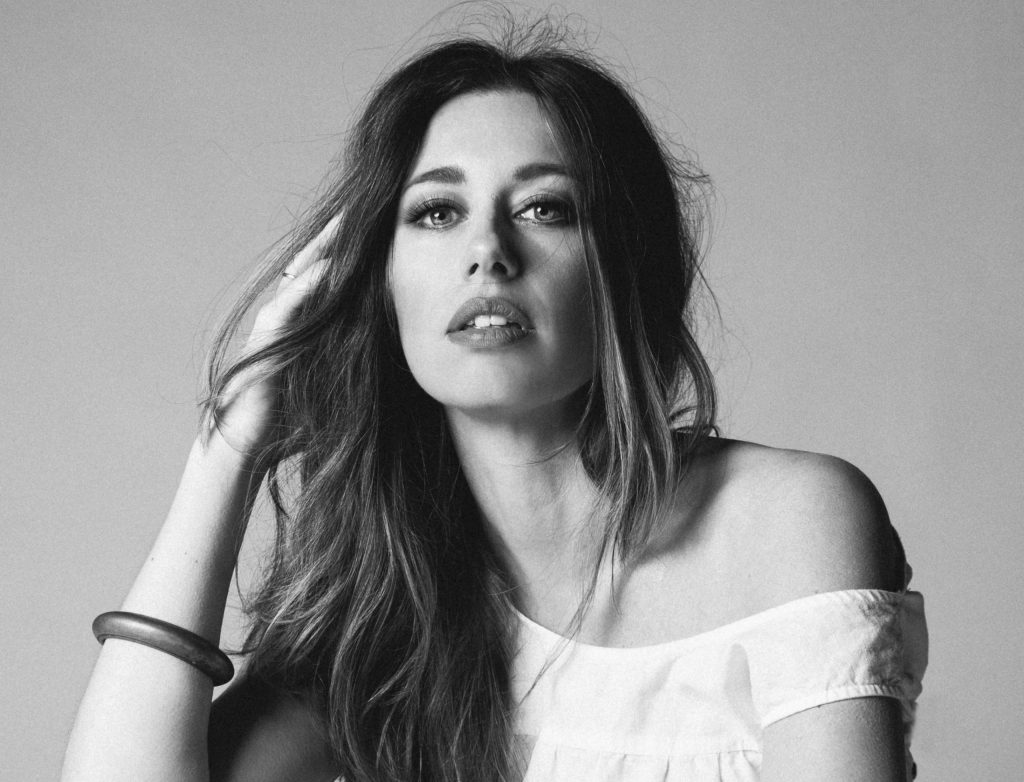 Americana Queen Lera Lynn Unveils New Track 'Let Me Tell You Something' Ahead of 'On My Own' Album