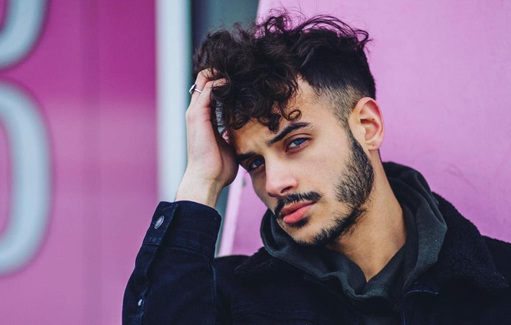 Michigan Based Rising Pop Talent Alecks Drops Slinky Electronic Anthem 'Bathroom'