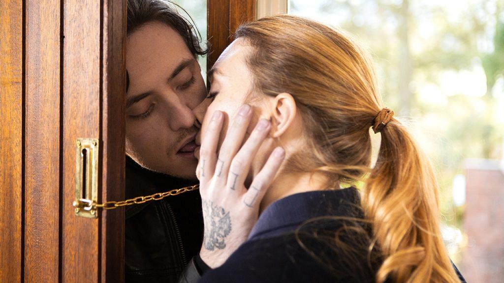 Review:  Danielle Arbid's Spellbinding Erotic Drama 'Simple Passion' ('Passion simple')