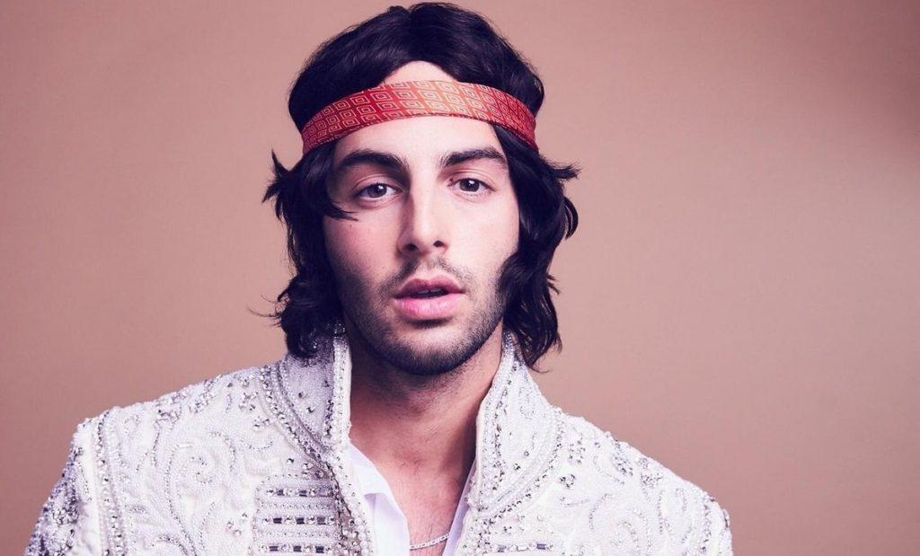 Darin Returns To English Language Music With Elegant Disco Anthem 'Can't Stay Away'