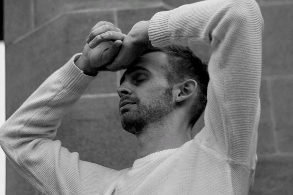 British Rising Singer-Songwriter Alexander Mountain Releases New Song 'Streetlights'