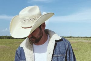Cameron Hawthorn Conjures Up Stunning Romantic Imagery on New Country Gem 'Dreamland'